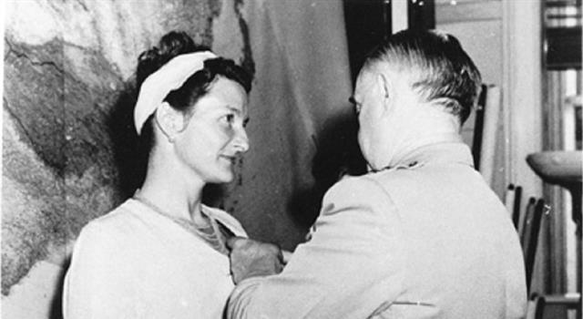 Historia Pregunta Trivia: ¿Quién recibió la única Cruz de Servicio Distinguido otorgada a una mujer civil, al final de la Segunda Guerra Mundial?