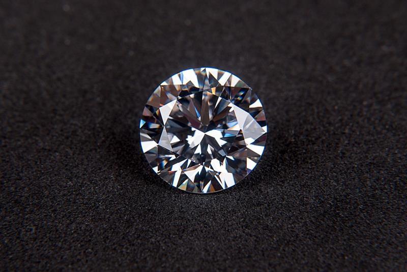 Wissenschaft Wissensfrage: Was gehört neben dem Rubin, Smaragd und Saphir zu den wertvollsten Edelsteinen der Welt?