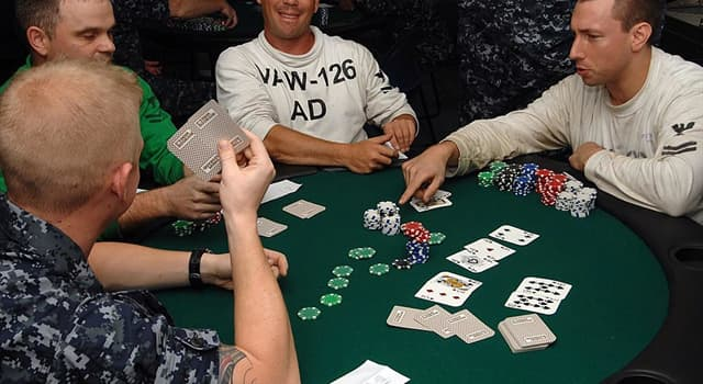 Kultura Pytanie-Ciekawostka: Jakim układem w pokerze jest pięć kart tego samego koloru?