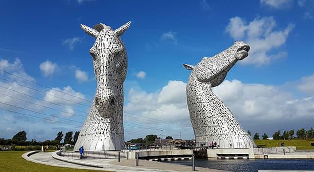 Kultur Wissensfrage: Wo kann man diese zwei Skulpturen aus Stahl, die jeweils rund 30 m hoch sind, finden?