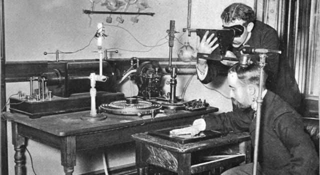 nauka Pytanie-Ciekawostka: Kto odkrył naturalną radioaktywność?