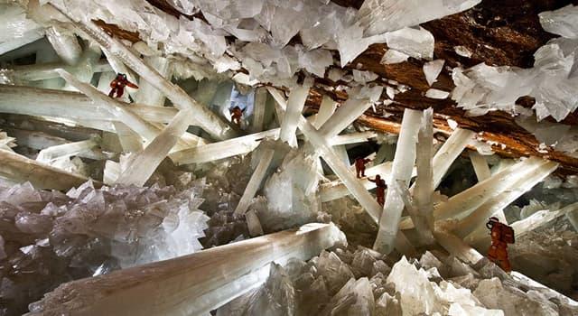 Naturaleza Pregunta Trivia: ¿A cuántos metros bajo la superficie se encuentra la Cueva de los Cristales de Chihuahua, México?