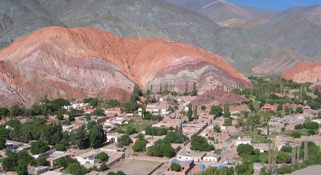 Geografía Pregunta Trivia: ¿Dónde está ubicado el Cerro de los Siete colores que ilustra la imagen ?
