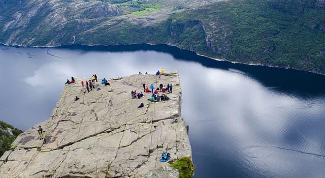 Geografía Pregunta Trivia: ¿En qué país europeo se ubica esta maravilla de la naturaleza, conocida como Preikestolen?
