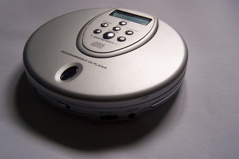 społeczeństwo Pytanie-Ciekawostka: Pierwszy na świecie przenośny odtwarzacz CD został wprowadzony przez którą firmę?