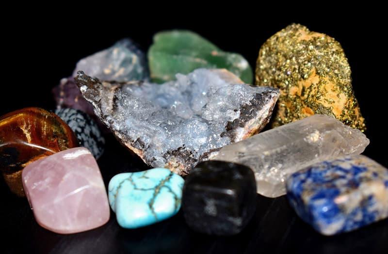 природа Запитання-цікавинка: Якого кольору агатові камені?