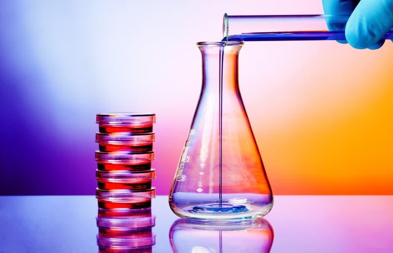Наука Запитання-цікавинка: Який з цих хімічних речовин часто міститься в засобах для видалення лаку?