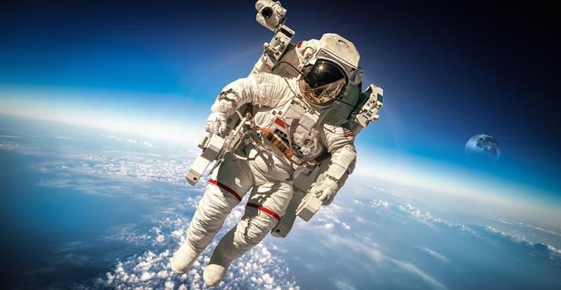 Наука Запитання-цікавинка: Чи можуть космонавти плакати в космосі?