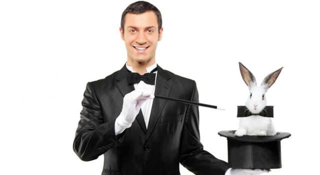 Cultura Pregunta Trivia: ¿Cuál de los siguientes ilusionistas se especializaba en realizar escapes geniales y casi imposibles después de ser atado con esposas y cadenas?