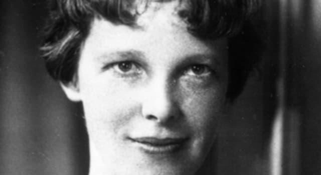 Historia Pregunta Trivia: ¿En las cercanías de qué  islas emitió Amelia Earhart su último informe de posición antes de perderse para siempre en las aguas del Océano Pacífico?