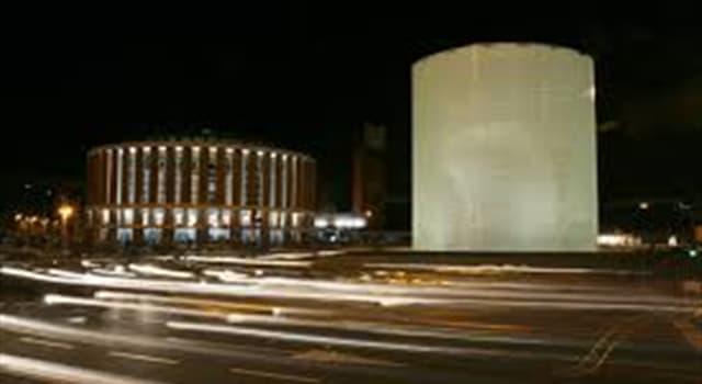 Historia Pregunta Trivia: ¿Frente a qué estación de trenes de Madrid está el monumento homenaje a las víctimas de los atentados terroristas del 11 de marzo de 2004?