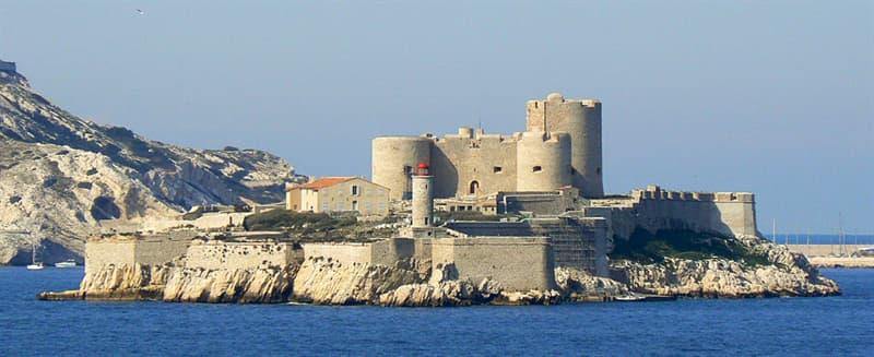 Культура Запитання-цікавинка: Хто протягом 14 років був в'язнем тюремної камери замку Іф?