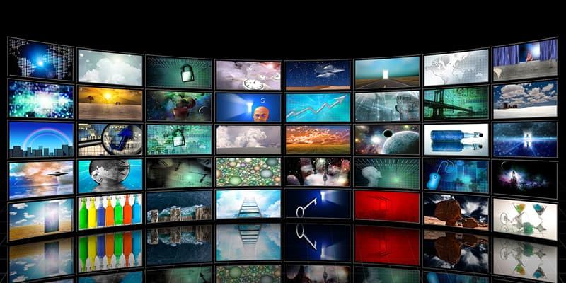 """Фільми та серіали Запитання-цікавинка: Хто є беззмінним ведучим телегри """"Поле чудес""""?"""