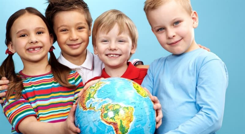 Суспільство Запитання-цікавинка: Куди віддають батьки дітей до 3 років для їх розвитку та нагляду?