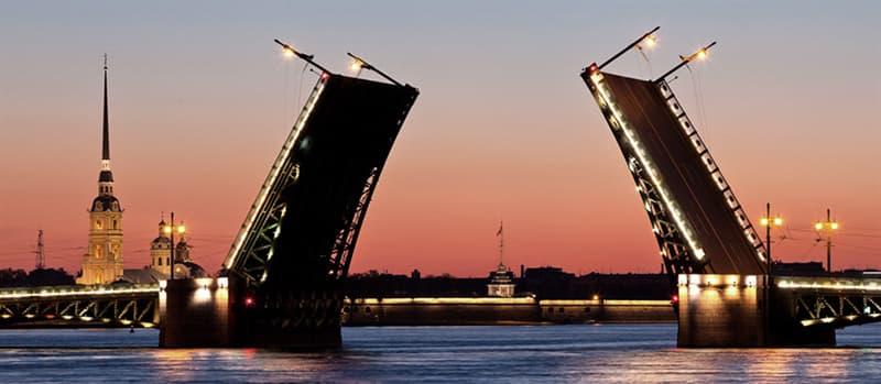 Суспільство Запитання-цікавинка: Скільки розвідних мостів в Санкт-Петербурзі?