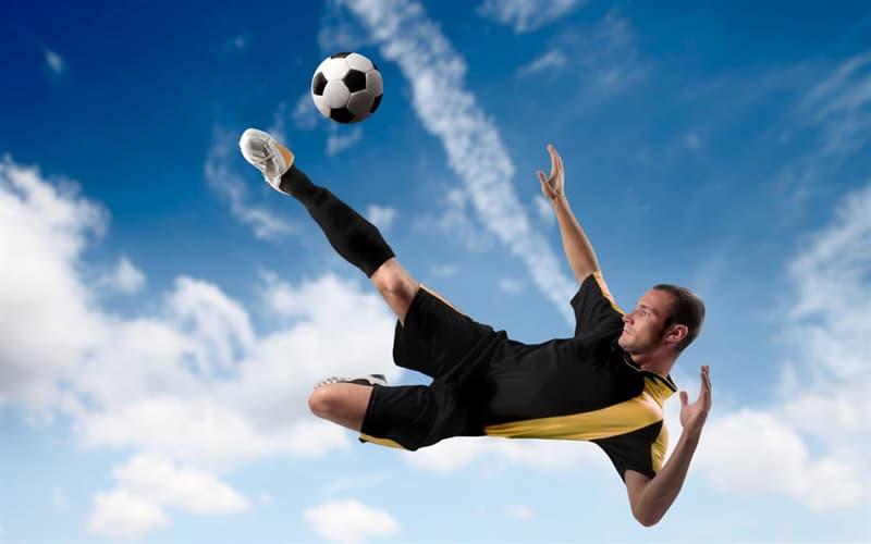 Спорт Запитання-цікавинка: В якій грі використовується м'яч найбільшої величини?