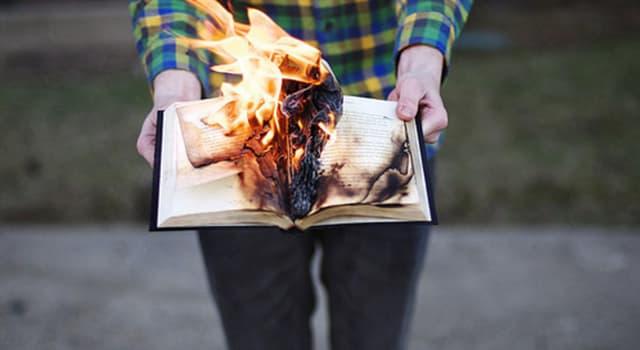 Культура Запитання-цікавинка: Який відомий письменник спалив другий том своєї поеми?