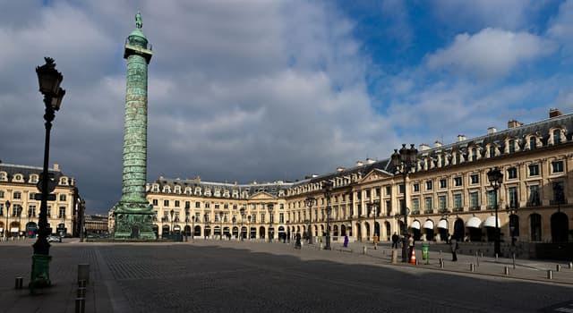 Культура Запитання-цікавинка: Яку богиню (з римської міфології) тримає на руці Наполеон на вершині Вандомской колони?