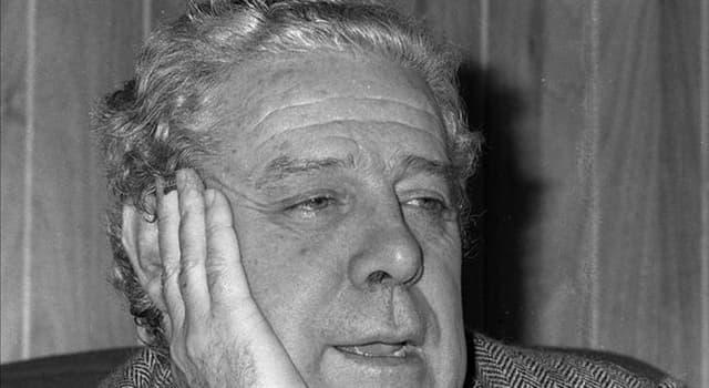 Cultura Pregunta Trivia: ¿Qué comedia costumbrista criticaba la realidad española de los años 50 y su aislamiento internacional?