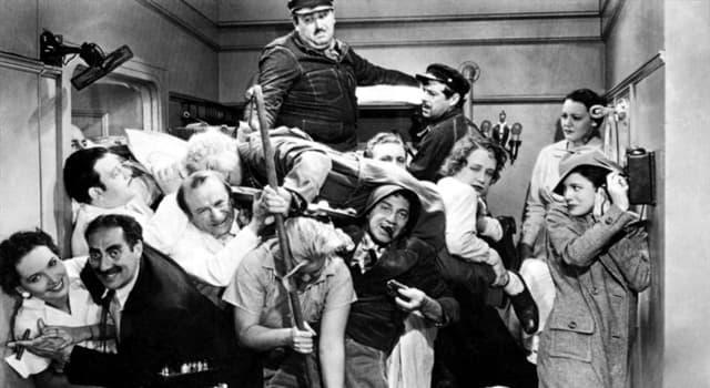 Películas Pregunta Trivia: ¿Qué película contiene la escena del famoso camarote de la imagen?