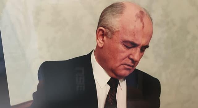 historia Pytanie-Ciekawostka: W którym roku Michaił Gorbaczow zrezygnował ze stanowiska prezydenta Związku Radzieckiego?