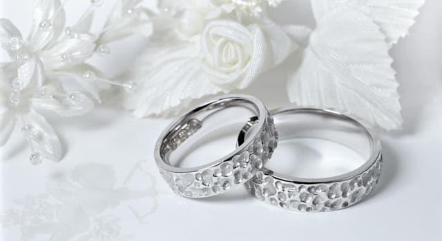 Культура Запитання-цікавинка: Через скільки років сімейного життя прийнято відзначати діамантове весілля?