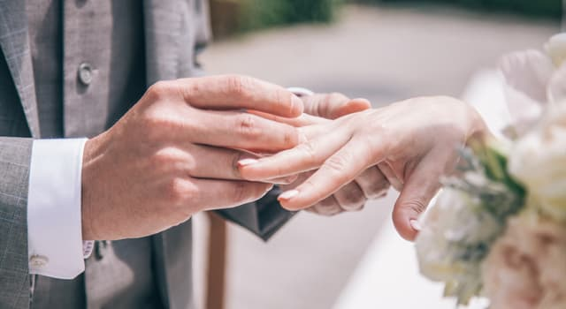 Культура Запитання-цікавинка: Через скільки років сімейного життя прийнято відзначати дерев'яну весілля?