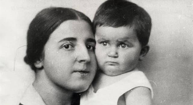 Історія Запитання-цікавинка: Як звали другу дружину Йосипа Віссаріоновича Сталіна?