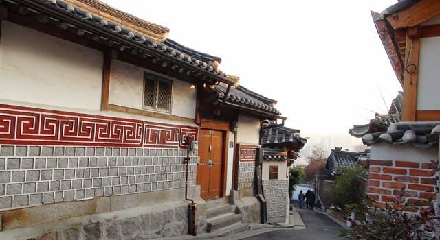 Kultur Wissensfrage: Wie wird ein traditionelles Wohnhaus in Korea bezeichnet?