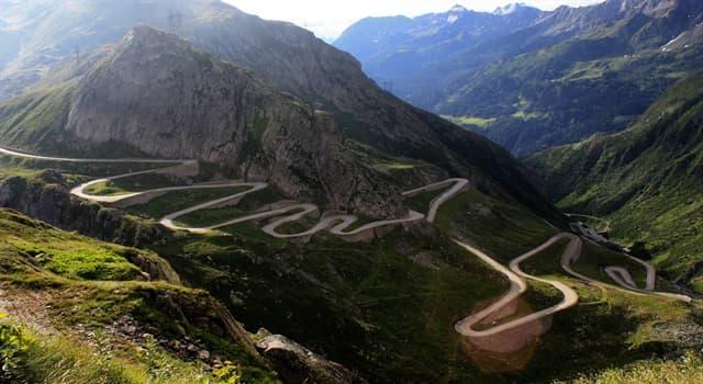 Географія Запитання-цікавинка: Як називається звивиста гірська дорога, що оперізує гору і піднімається вгору?