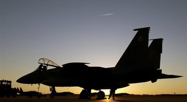 Суспільство Запитання-цікавинка: Як в авіації називається фігура складного пілотажу у вигляді замкнутої петлі?