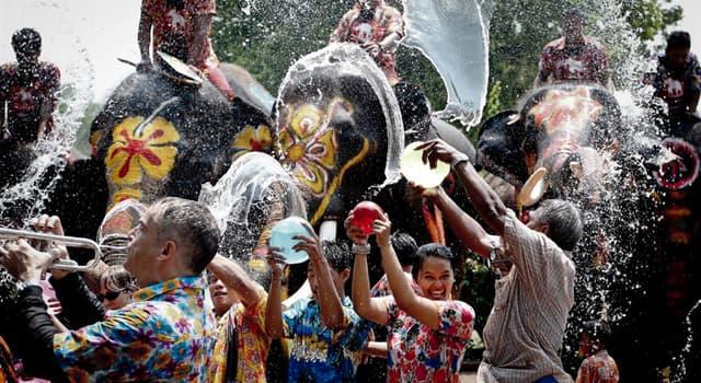 Kultura Pytanie-Ciekawostka: Kiedy obchodzi się Songkran - tajlandzki Nowy Rok?