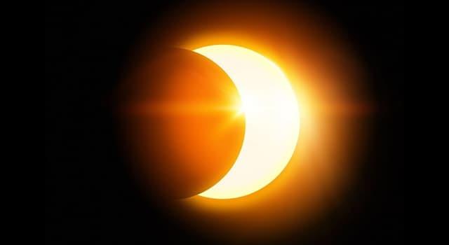 Наука Запитання-цікавинка: Як можна безпечно спостерігати сонячне затемнення?