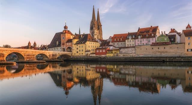 Kultur Wissensfrage: Wie heißt ein bayerisches und österreichisches Trachtenkleid, das heute vielfach als alpenländische Tracht angesehen wird?