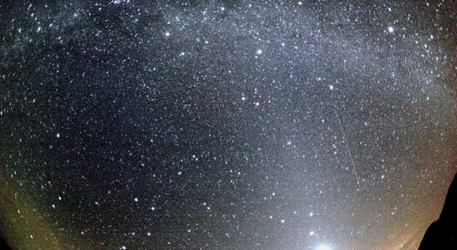 nauka Pytanie-Ciekawostka: Jaka kometa została po raz pierwszy zarejestrowana w 240 r. p.n.e i powraca co 74–79 lat?