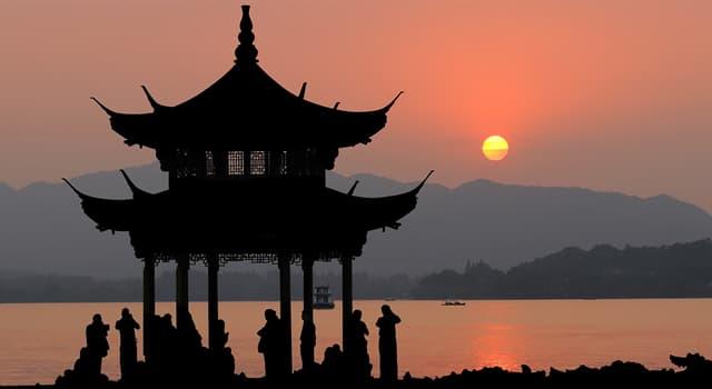 Kultura Pytanie-Ciekawostka: Jakiego koloru jest tradycyjna suknia ślubna w Chinach?