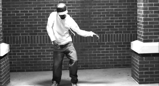 """Kultura Pytanie-Ciekawostka: Który piosenkarz sprawił, że taniec """"Moonwalk"""" stał się sławny?"""
