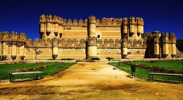 Культура Запитання-цікавинка: В якій країні знаходиться замок Кока, зображений на фото?
