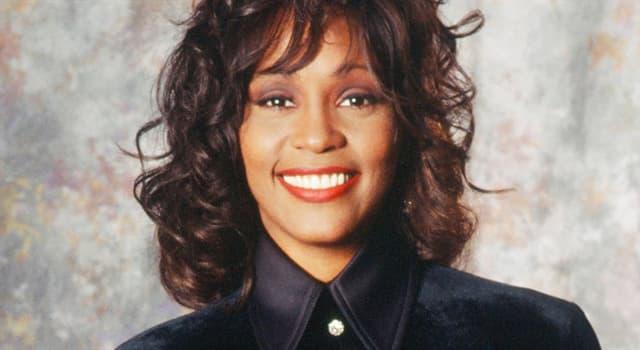 Filmy Pytanie-Ciekawostka: W którym filmie swoją pierwszą rolę zagrała Whitney Houston?