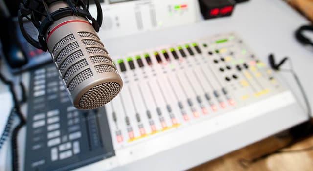 społeczeństwo Pytanie-Ciekawostka: W radiu, co oznacza F w FM?