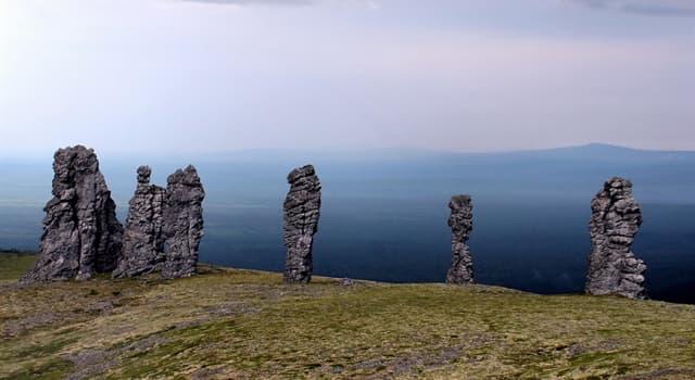 Geographie Wissensfrage: In welchem Land befinden sich Felssäulen, die auf dem Foto dargestellt sind?