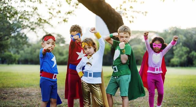 Filmy Pytanie-Ciekawostka: Jaka grupa superbohaterów wyświetla liczbę 4 na swoich piersiach?