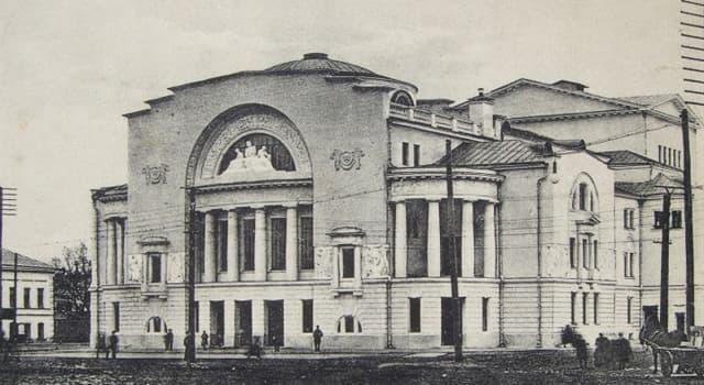 Geschichte Wissensfrage: Wer gilt als Begründer des ersten öffentlichen Schauspielhauses im Russischen Reich?