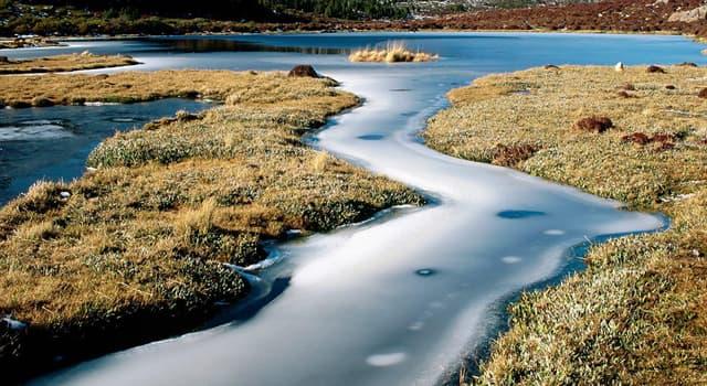 Natur Wissensfrage: Wie heißt durch die Ufer begrenzte, mit Wasser gefüllte Vertiefung in der Landoberfläche?