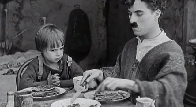 """Фільми та серіали Запитання-цікавинка: Хто є режисером фільму """"Малюк"""" 1921 роки?"""