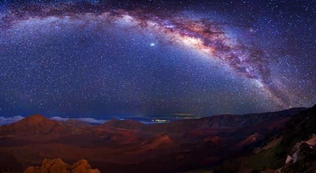 nauka Pytanie-Ciekawostka: Co znajduje się w centrum Drogi Mlecznej?