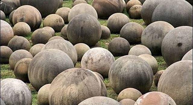 Kultura Pytanie-Ciekawostka: Gdzie każdy człowiek może zobaczyć kule ludu Dequis?
