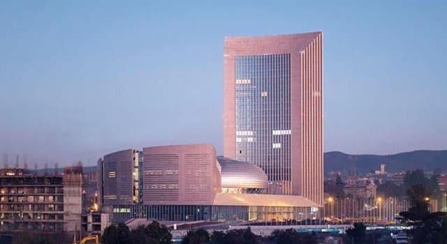 społeczeństwo Pytanie-Ciekawostka: Jakie miasto jest siedzibą Unii Afrykańskiej?