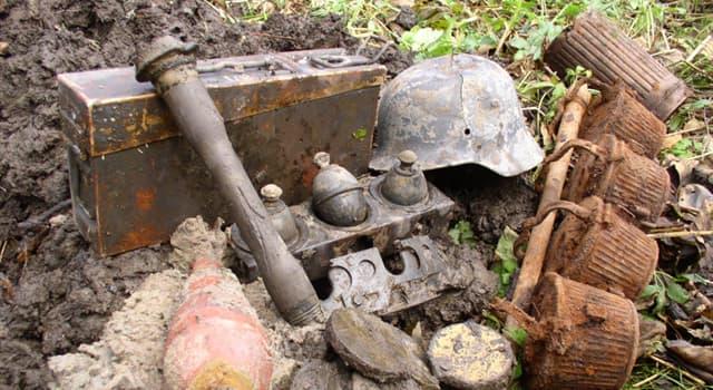 Культура Запитання-цікавинка: Як традиційно називають людей, що займаються нелегальним викопуванням різних предметів старовини?
