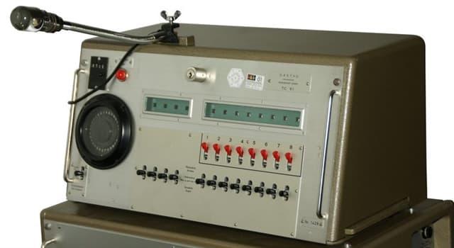 historia Pytanie-Ciekawostka: Kto, pracując jako radiotelegrafista, przechwycił komunikat radiowy o śmierci Stalina?